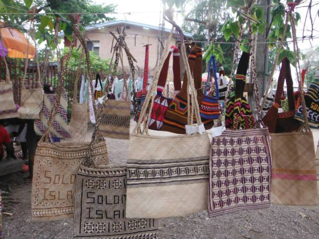 Local bilum bag road side stall / tourist stop.